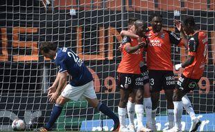 Paul Baysse (à gauche) et les Bordelais ont concédé une cinquième défaite d'affilée en Ligue 1, ce dimanche à Lorient.