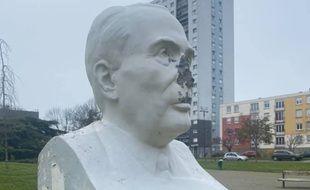 Le buste de l'ancien président, situé à Coulaines, a été vandalisé