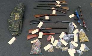 Un véritable arsenal a été découvert au domicile d'un forcené à Plounevez-Moëdec, dans les Côtes d'Armor.
