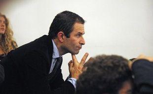 """Benoît Hamon, porte-parole du PS, a jugé lundi """"incroyable"""" le """"procès en germanophobie"""" intenté aux socialistes par la droite, alors que Nicolas Sarkozy a """"capitulé en rase campagne"""" devant Angela Merkel."""