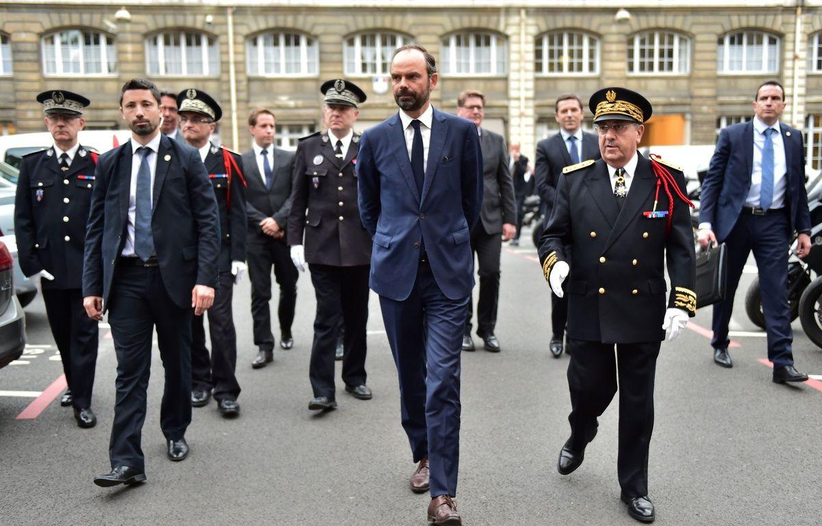 Pour son premier déplacement en tant que Premier ministre, Édouard Philippe a choisi la préfecture de police de Paris, le 15 mai 2017, jour-même de sa nomination. – AFP