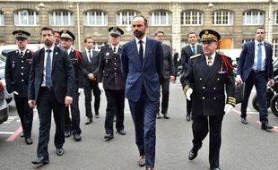 Pour son premier déplacement en tant que Premier ministre, Édouard Philippe a choisi la préfecture de police de Paris, le 15 mai 2017, jour-même de sa nomination.