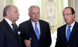 Laurent Fabius, Jean-Marc Ayrault et François Hollande avant le Conseil de défense sur la crise syrienne, à l'Elysée, le 28 août 2013.