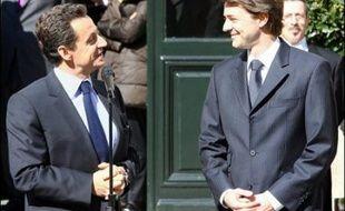 M. Sarkozy a quitté le ministère après passation de témoin à François Baroin, son successeur dont la nomination a été annoncée le matin même par un communiqué de l'Elysée.