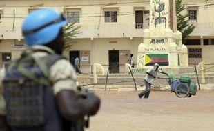 Un Casque bleu de la Mission de l'ONU au Mali (Minusma)à Kidal, le 27 juillet 2013