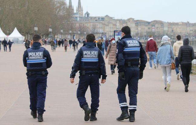 Patrouille de la police municipale, dimanche sur les quais de Bordeaux