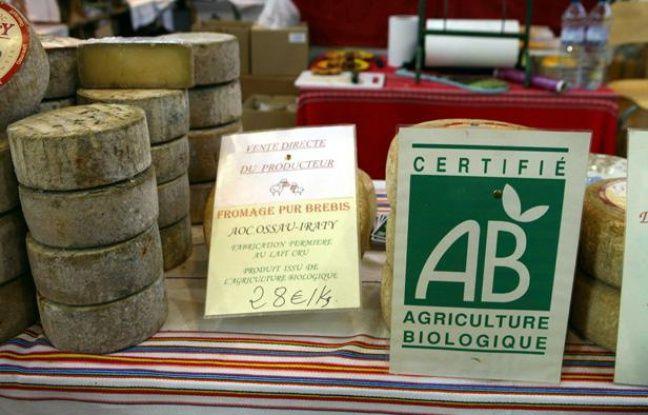 Du fromage bio, portant le label AB (agriculture biologique).