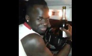 Cheick Tioté a été filmé en train de boire du champagne en conduisant.