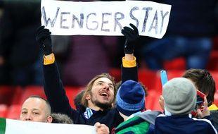 Les fans de Manchester City espèrent qu'Arsène Wenger restera encore longtemps après la défaite d'Arsenal (3-0) en finale de la League Cup dimanche