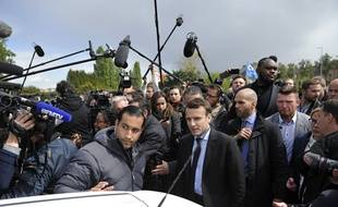 Alexandre Benalla aux côtés d'Emmanuel Macron à Amiens le 26 avril 2017.