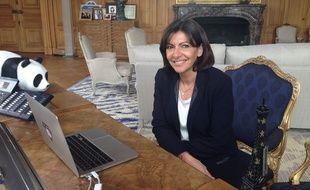 La maire de Paris Anne Hidalgo en chat vidéo avec des internautes le 21 mai 2014