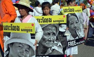 Des manifestants dans les rues de Phnom Penh le 10 décembre 2014 pour réclamer la libération de militants actuellement emprisonnés