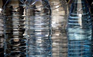 Illustration de bouteilles en plastique