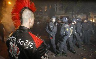 Traditionnels heurts entre policiers et autonomes à Berlin, dans la nuit du 30 avril au 1er mai 2009.