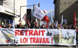 Grenoble le 17 mars 2016. Manifestation des syndicats CGT, UNEF, des lycéens, étudiants et des organisations de jeunesse contre la reforme du code du travail initie par le projet de loi El Khomri. XAVIER VILA/SIPA