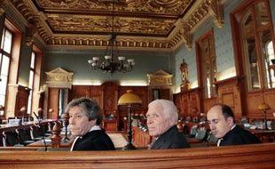 """Quatorze ans après le début de son """"calvaire"""", l'ancien maire de Vence (Alpes-Maritimes) Christian Iacono a obtenu mardi l'annulation de sa condamnation à neuf ans de prison pour le viol de son petit-fils qui s'est depuis rétracté."""