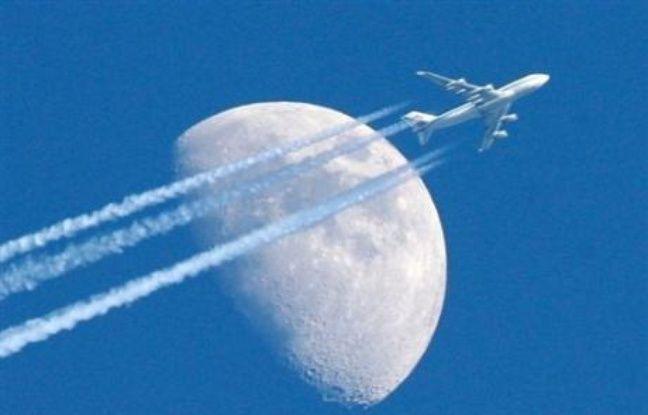 L'industrie du transport mondial représente environ 3% des émissions de GES, mais les voyages aériens et maritimes avaient été exclus des réductions d'émissions promises par les pays industrialisés dans le cadre du Protocole de Kyoto, dont les premiers engagements expirent en 2012.