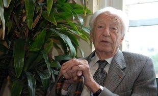 Jean Dausset, prix Nobel de médecine en 1980, à Paris, le 5 juillet 2007.