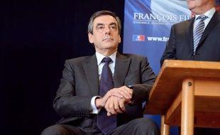 """François Fillon (UMP) a redit mercredi qu'il reviendrait sur le mariage homosexuel en cas de retour au pouvoir, non pas contre """"la reconnaissance de l'amour"""" de couples de personnes de même sexe, mais en raison du """"bouleversement de la filiation""""."""