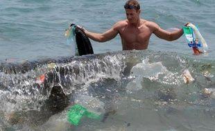 Des micro-fragments de plastique pollueraient jusqu'à 88% de la surface des océans et affecteraient aussi la chaîne alimentaire marine