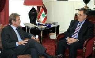 """La France accueille de samedi à lundi une réunion interlibanaise destinée à amener les différents acteurs politiques à amorcer un dialogue pour sortir le pays de la crise, et réaffirmer sa volonté de rester """"l'amie du Liban"""" même si elle n'attend pas de résultat spectaculaire."""