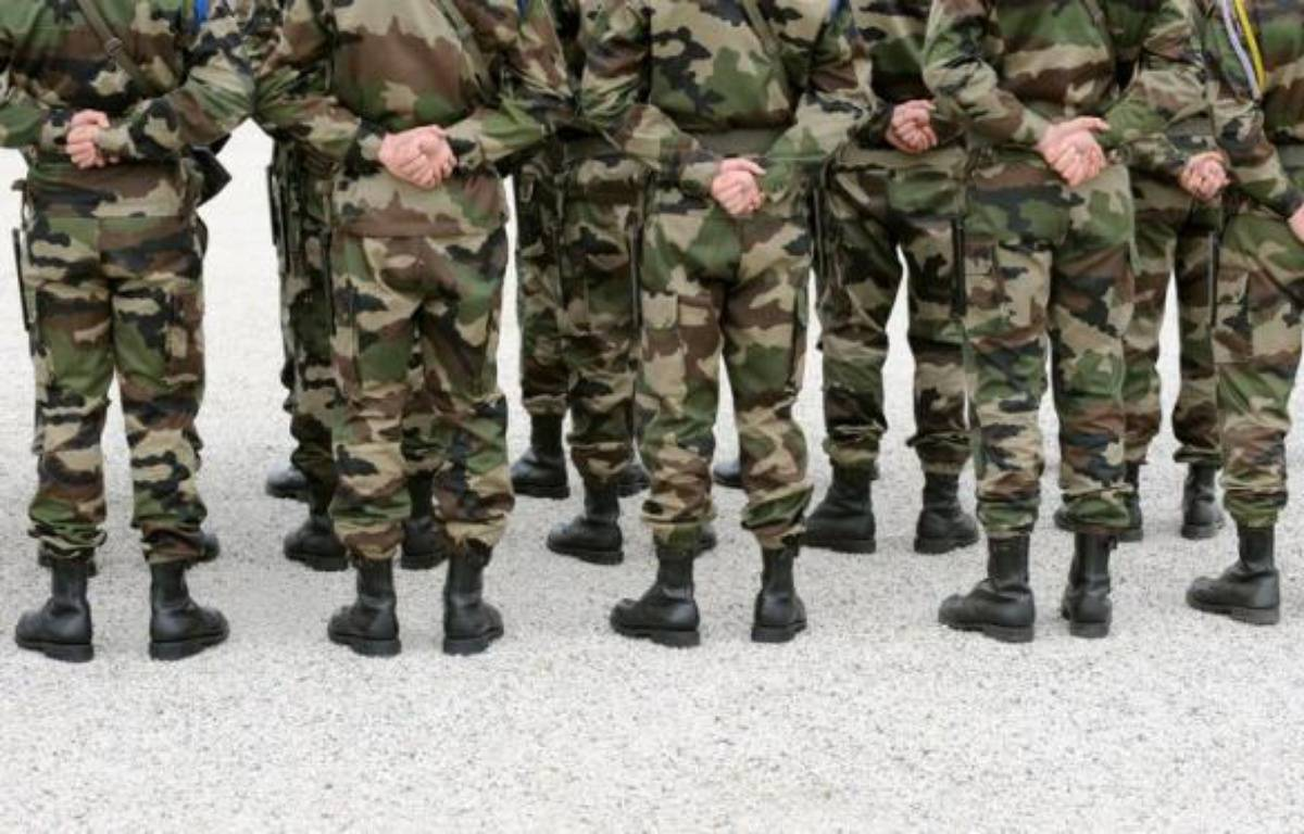 Quelques dizaines de femmes de militaires ont réclamé samedi devant le ministère de la Défense à Paris le paiement de soldes et de primes non payées depuis plusieurs mois à cause de dysfonctionnements dans un nouveau logiciel informatique des armées, a constaté une journaliste de l'AFP. – Eric Cabanis afp.com