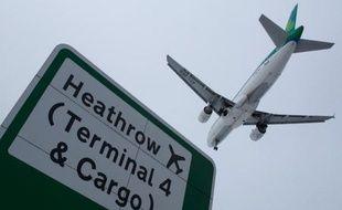 Une panne technique au contrôle aérien de Swanwick a causé la pagaille dans le ciel britannique samedi et provoqué retards et annulations pour des centaines de vols au Royaume-Uni et en Irlande avant un retour à la normale en soirée, selon les aéroports et autorités.