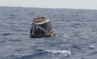 La capsule Dragon, de SpaceX, a amerri comme prévu le 31 janvier 2012 dans le Pacifique, à 600 km de Los Angeles.