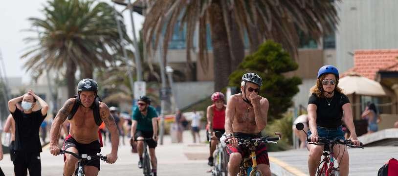 Les Australiens se réfugient sur le littoral pour supporter les fortes chaleur. Ici à Melbourne, le 27 novembre.