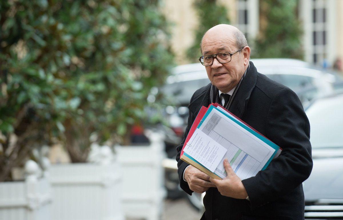 Le ministre de la Défense Jean-Yves Le Drian, le 6 janvier 2016 à Paris. – CHAMUSSY/SIPA