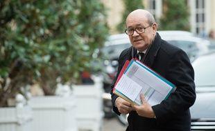 Le ministre de la Défense Jean-Yves Le Drian, le 6 janvier 2016 à Paris.