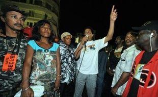 """A peine conclu, l'accord salarial partiel en Guadeloupe est apparu brusquement fragilisé, vendredi, par le refus du Medef et de sept autres organisations patronales de le signer, alors qu'en Martinique, les négociations étaient jugées proches """"d'une issue positive""""."""