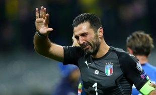 Gigi Buffon en larmes après l'élimination de l'Italie en barrage d'accès à la Coupe du monde contre la Suède, le 13 novembre 2017.