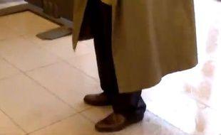 Dans une vidéo publiée le 17 octobre sur Internet, un homme furtivement  filmé, s'en prend à une agente de la SNCF dans la gare de Viroflay