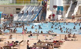 La piscine du Rhône le 4 juillet pendant la canicule. Crédit:KONRAD K./SIPA