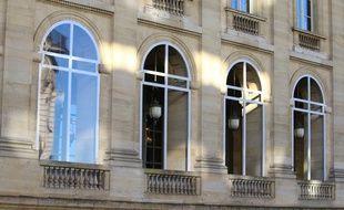 L'aménagement provisoire dans le péristyle du Grand Théâtre, voulu par Philippe Etchebest, fait polémique à Bordeaux.