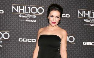 L'actrice Alyssa Milano au NHL 100 Gala à Los Angeles