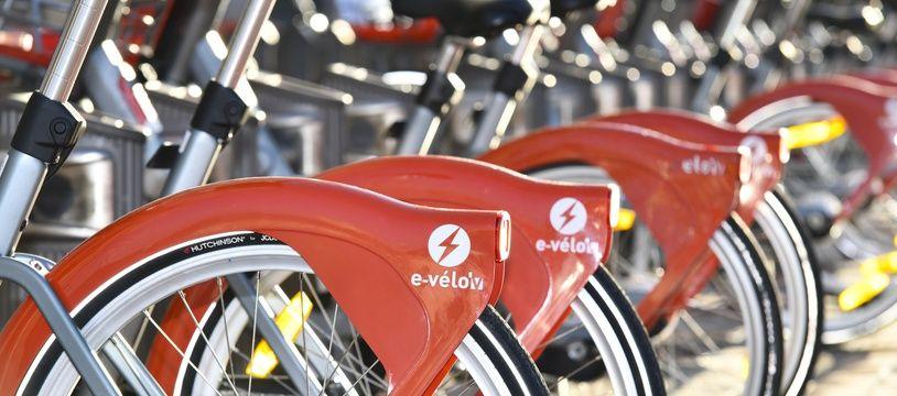 JC Decaux met ses vélos en libres service gratuitement à disposition des personnels soignants pendant un an.