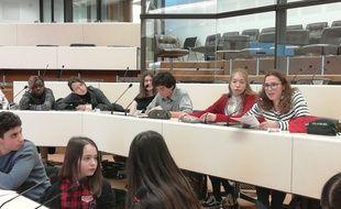 42 collégiens de Lyon ont été invités à exprimer leurs idées afin d'alimenter le Grand débat national.