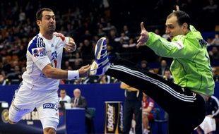 L'ailier gauche français Michaël Guigou, blessé, a déclaré forfait pour la suite du Championnat d'Europe des nations de handball et sera remplacé par Samuel Honrubia, a annoncé jeudi l'entraîneur de l'équipe de France Claude Onesta.