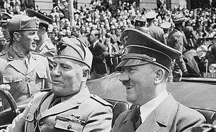 Benito et Mussolini et Adolf Hitler en juin 1940, à Munich, en Allemagne.