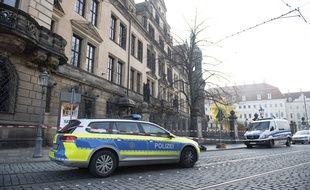 Une voiture de police à Dresde en Allemagne (image d'illustration).