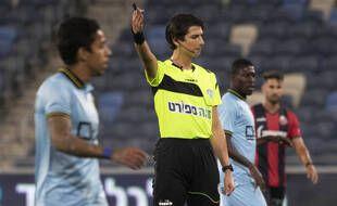 L'arbitre Sapir Berman lors du match entre Hapoel Haïfa et Beitar Jérusalem, le 3 mai 2021.