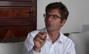 Stanislas Martin, médiateur envoyé par le gouvernement dans le cadre du mouvement contre la vie chère à Mayotte, en conférence de presse à Petite Terre, le 28 octobre 2011.