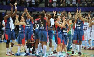 L'équipe de France de basket féminine, après son succès face à la Lettonie le 15 juin 2013 à Trélazé.