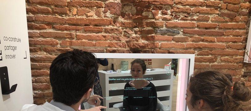 Le miroir connecté des Laboratoires Pierre Fabre qu'on peut tester gratuitement à Toulouse.
