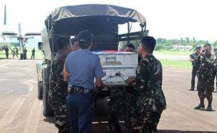Le corps de l'influent ministre philippin de l'Intérieur, porté disparu en compagnie de deux autres personnes après le crash en mer samedi d'un petit avion à proximité des côtes, a été retrouvé mardi et remonté à la surface, ont annoncé les autorités.