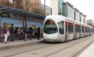 Le 7 avril 2016 à Lyon. Illustration d'un tramway à la gare de la Part-Dieu.