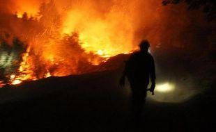 L'incendie qui fait rage en Californie depuis le 17 août continuait de s'étendre vendredi mais le parc de Yosemite n'était pas davantage touché et les touristes, attendus pour ce week-end de 3 jours, ne devaient pas s'inquiéter, selon les autorités.