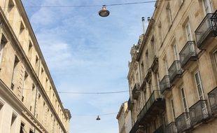 Les Bordelais sont familiers de ces lanternes en cuivre au dessus de leurs têtes.